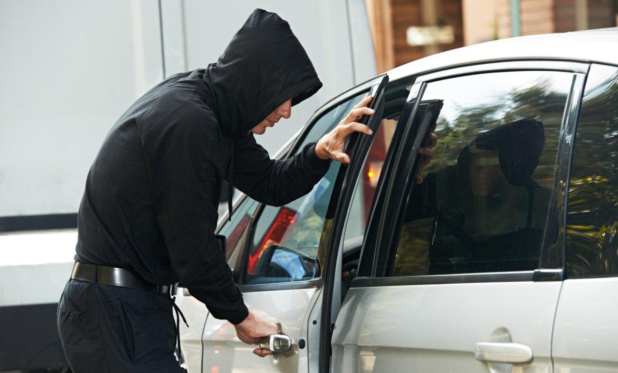 поэтому при фото краж из автомобилей самый